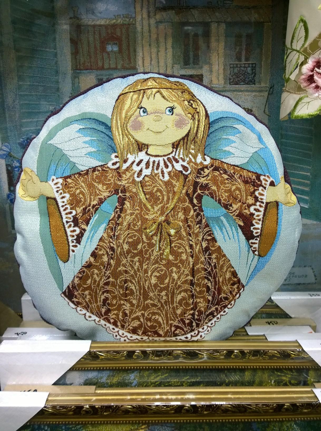 гобеленовая Подушка ангелочек девочка